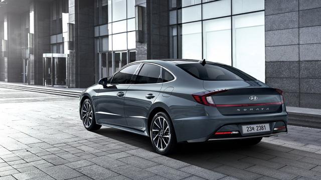Mới lộ ảnh, Hyundai Sonata thế hệ mới tung thông số hot để đọ Toyota Camry