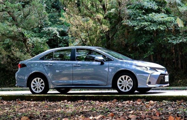 Toyota Corolla Altis vs Honda Civic vs Hyundai Elantra sắp bán: Cuộc đấu ở nửa dưới trong thời Mazda3 làm vua - Ảnh 7.