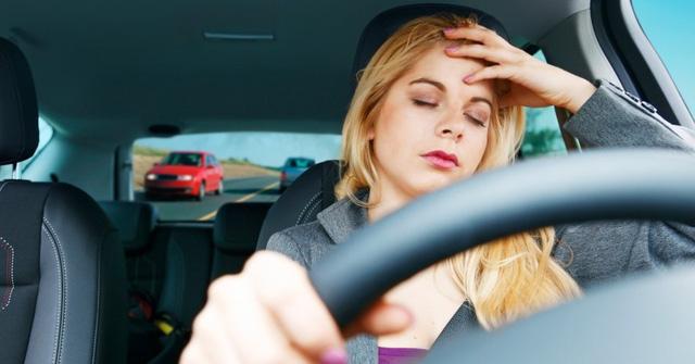 """""""Thảm hoạ"""" khi phụ nữ lái xe bằng giày cao gót - Ảnh 6."""