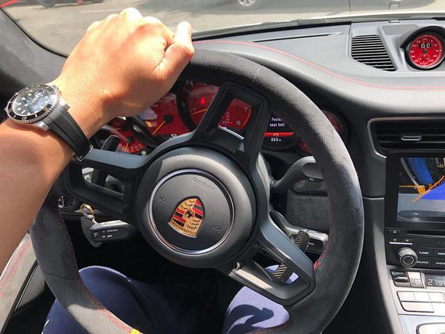 Porsche 911 GT2 RS đầu tiên cập bến Việt Nam ra biển số khiến nhiều người trầm trồ - Ảnh 4.
