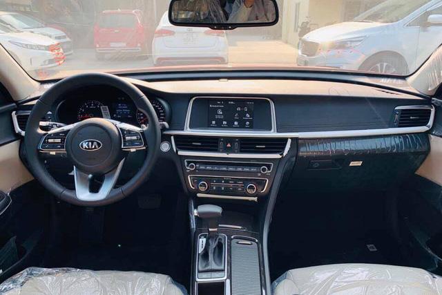 Kia Optima 2019 về đại lý với giá 789 triệu đồng, đón đầu Toyota Camry và Honda Accord sắp ra mắt - Ảnh 2.