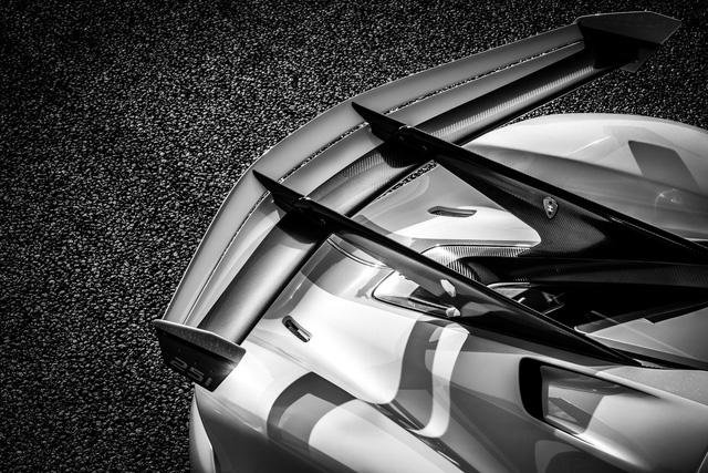 Koenigsegg Jesko lần đầu xuống phố, thể hiện vẻ đẹp không tì vết - Ảnh 10.