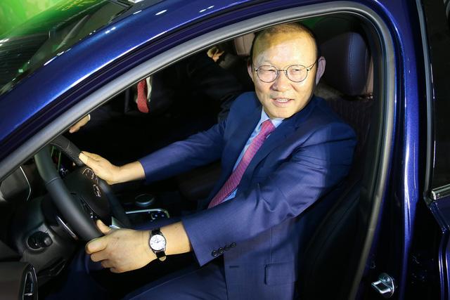 Hyundai Thành Công tặng Santa Fe 2019 cho ông Park Hang-seo - Ảnh 3.