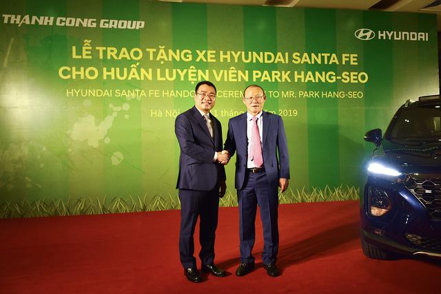 Hyundai Thành Công tặng Santa Fe 2019 cho ông Park Hang-seo - Ảnh 2.