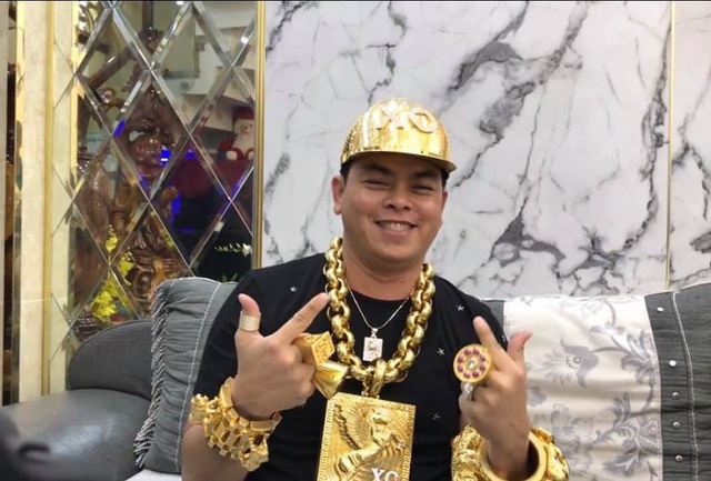 Phúc XO - Người đeo nhiều vàng giả nhất Việt Nam - có dàn xe biển ngũ quý cũng là đồ giả nốt - Ảnh 4.