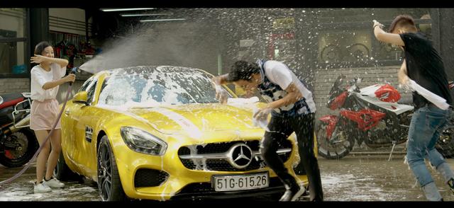 Bộ đôi siêu phẩm Mercedes-AMG GT S và Bentley Mulsanne xuất hiện trong MV mới của Lou Hoàng - Ảnh 3.