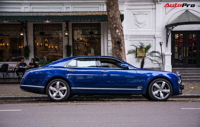 Cặp đôi kì phùng địch thủ cùng nhau khoe dáng nhưng chiếc Bentley Mulsanne Speed lại có phần hơn nhờ chi tiết này - Ảnh 7.
