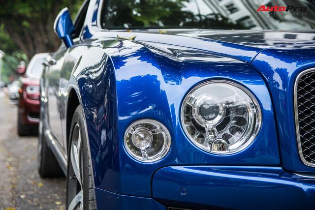 Cặp đôi kì phùng địch thủ cùng nhau khoe dáng nhưng chiếc Bentley Mulsanne Speed lại có phần hơn nhờ chi tiết này - Ảnh 5.