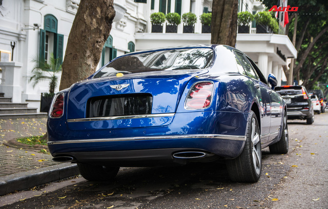 Cặp đôi kì phùng địch thủ cùng nhau khoe dáng nhưng chiếc Bentley Mulsanne Speed lại có phần hơn nhờ chi tiết này - Ảnh 10.