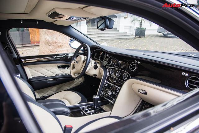 Cặp đôi kì phùng địch thủ cùng nhau khoe dáng nhưng chiếc Bentley Mulsanne Speed lại có phần hơn nhờ chi tiết này - Ảnh 12.