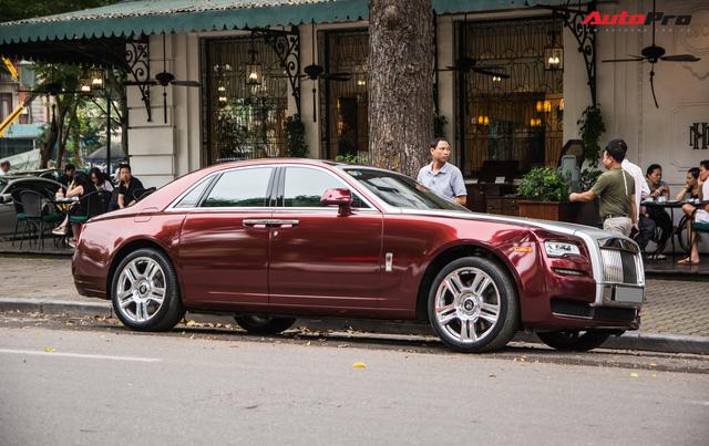 Cặp đôi kì phùng địch thủ cùng nhau khoe dáng nhưng chiếc Bentley Mulsanne Speed lại có phần hơn nhờ chi tiết này - Ảnh 13.