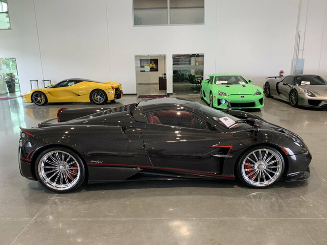 Xe cũ cho 0,1% người dùng: Pagani Huayra Roadster chạy lướt 128km giá nuột chỉ chưa đến 4 triệu USD - Ảnh 1.