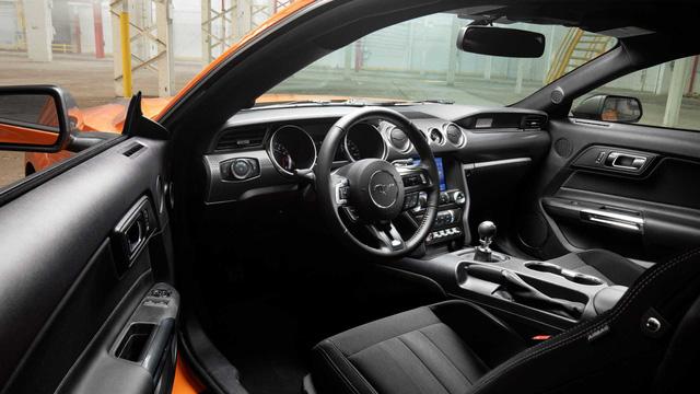 Ford Mustang lấy động cơ từ Focus RS, thêm sức mạnh cho dân chơi - Ảnh 8.