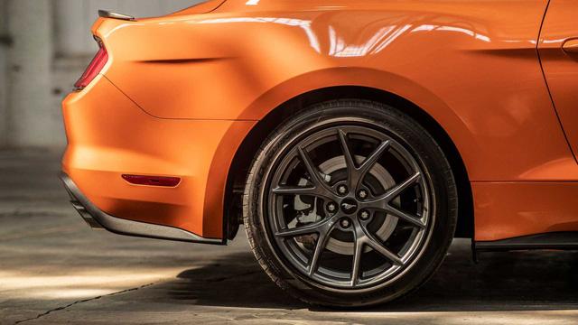 Ford Mustang lấy động cơ từ Focus RS, thêm sức mạnh cho dân chơi - Ảnh 5.