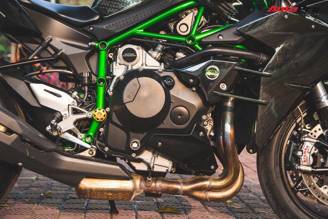 Soi kĩ 'siêu mô tô' Kawasaki H2 giá ngang Toyota Camry đầu tiên tại Hà Nội - Ảnh 6.