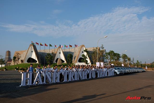 Trực tiếp: Dàn Range Rover của Trung Nguyên chính thức lên đường xuyên Việt, bắt đầu Hành trình từ trái tim 2019 - Ảnh 4.