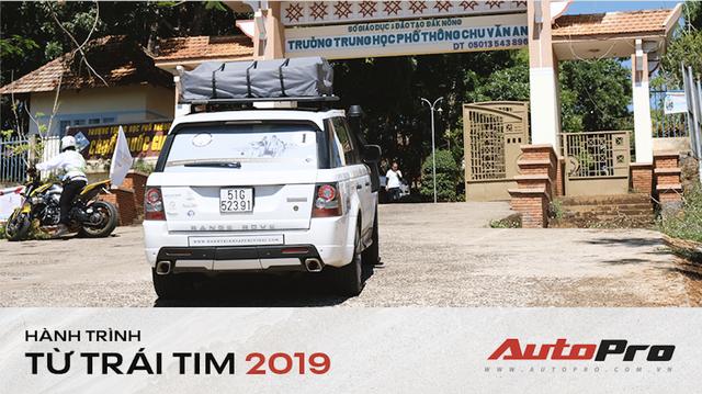 Trực tiếp: Dàn xe Trung Nguyên dừng chân phát sách tại điểm đầu tiên trên Hành trình từ trái tim 2019
