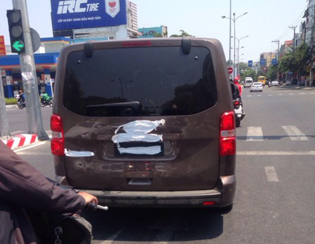Peugeot Traveller giá dự kiến 1,65 tỷ đồng bất ngờ xuất hiện trên đường chạy thử tại Việt Nam - Ảnh 2.