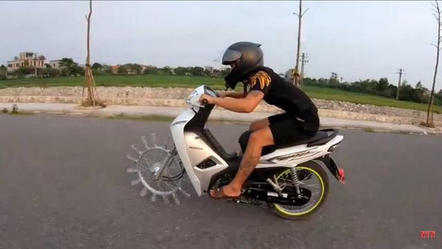 Xe độc do người Việt chế tạo hút sự chú ý của người nước ngoài - Ảnh 3.