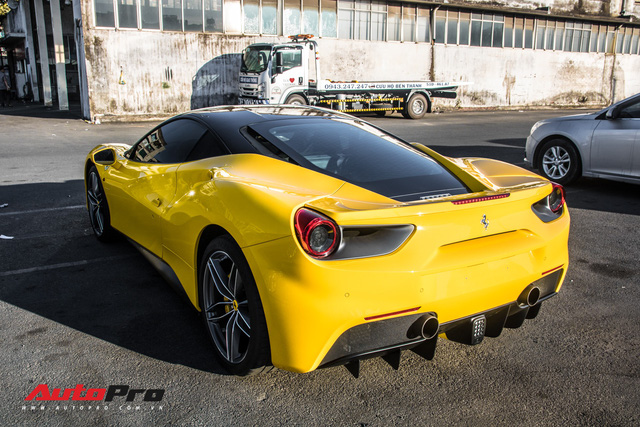 Ferrari 488 GTB mau vang ong tung cua dai gia Binh Duong tim duoc chu nhan moi ra bien so trang Sai Gon