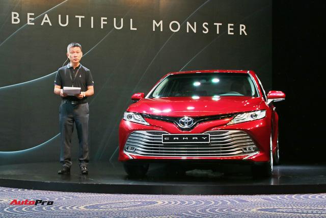Toyota Camry 2019 chính thức ra mắt tại Việt Nam: Lột xác toàn diện để giữ vua doanh số phân khúc - Ảnh 1.