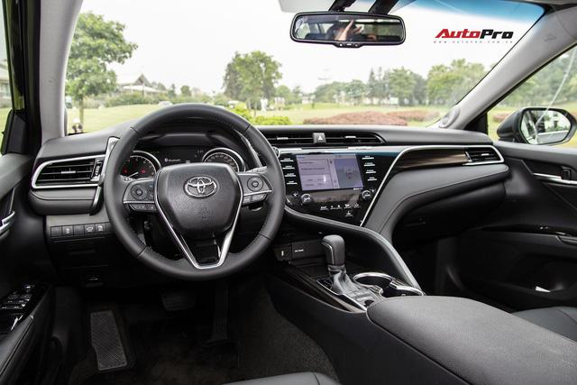Toyota Camry 2019 chốt giá cao nhất 1,235 tỷ đồng - Rẻ bất ngờ so với đồn đoán - Ảnh 2.