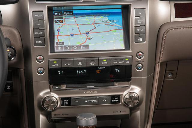 Bị chê nội thất đội sổ làng xe sang, Lexus quyết làm điều này để xóa sổ tiếng xấu - Ảnh 1.