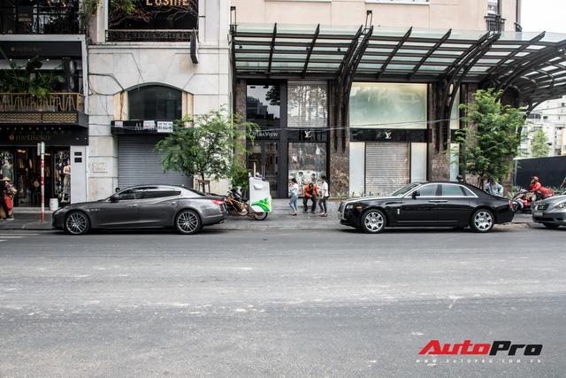 Rolls-Royce Ghost của nhà chồng Tăng Thanh Hà tái xuất trên phố Sài Gòn - Ảnh 4.