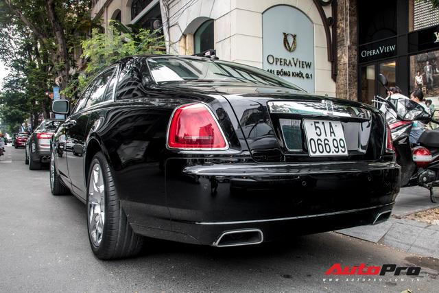 Rolls-Royce Ghost của nhà chồng Tăng Thanh Hà tái xuất trên phố Sài Gòn - Ảnh 9.