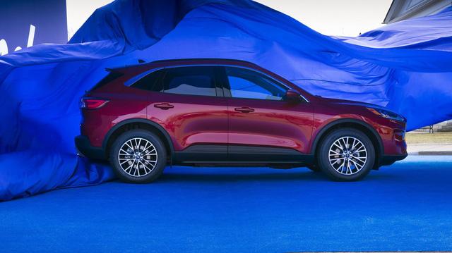 Ra mắt Ford Escape thế hệ mới: Quá nhiều chờ mong về Việt Nam để cạnh tranh Honda CR-V