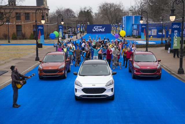 Ra mắt Ford Escape thế hệ mới: Quá nhiều chờ mong về Việt Nam để cạnh tranh Honda CR-V - Ảnh 1.