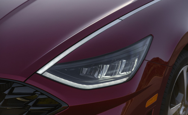 Đánh giá Hyundai Sonata thế hệ mới: Còn khiếm khuyết nhưng đủ sức đấu Toyota Camry tại bất kỳ đâu - Ảnh 3.