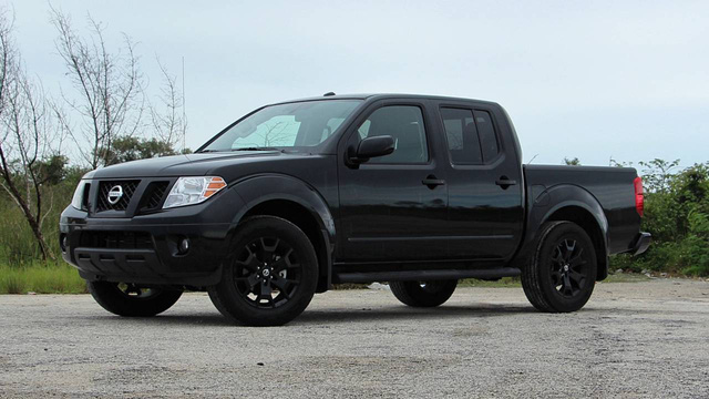 Chuyện lạ khó tin: Ford Ranger mới tinh về Bắc Mỹ bán không lại bán tải Nissan 15 tuổi - Ảnh 2.