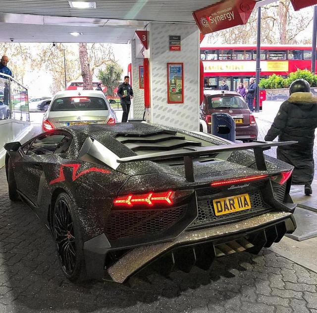 Tiểu thư Moldova dát Lamborghini Aventador SV bằng 2 triệu viên pha lê Swarovski - Ảnh 4.
