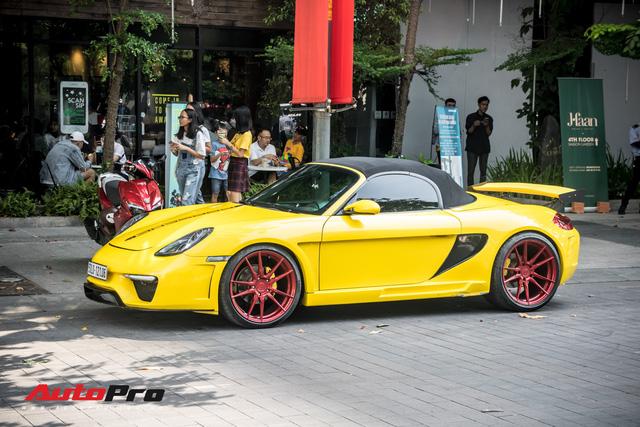 Loạt siêu xe, xe sang xuất hiện trên phố Sài Gòn dịp nghỉ lễ 30/4, 1/5 - Ảnh 6.