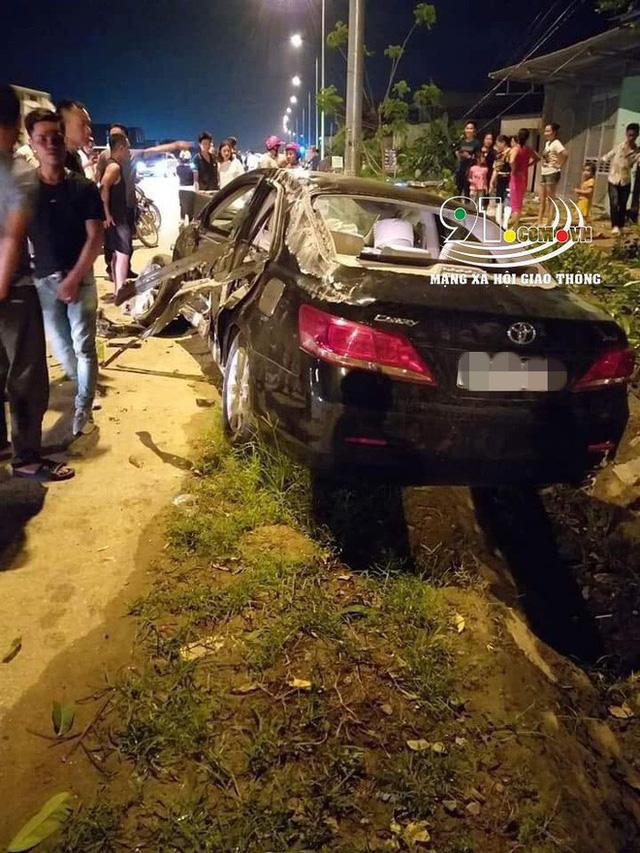 Hình ảnh xe Camry nát bét trên đường, nguyên nhân gây xôn xao - Ảnh 1.