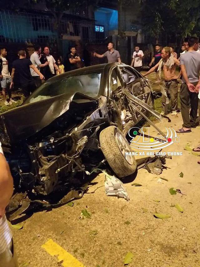 Hình ảnh xe Camry nát bét trên đường, nguyên nhân gây xôn xao - Ảnh 2.