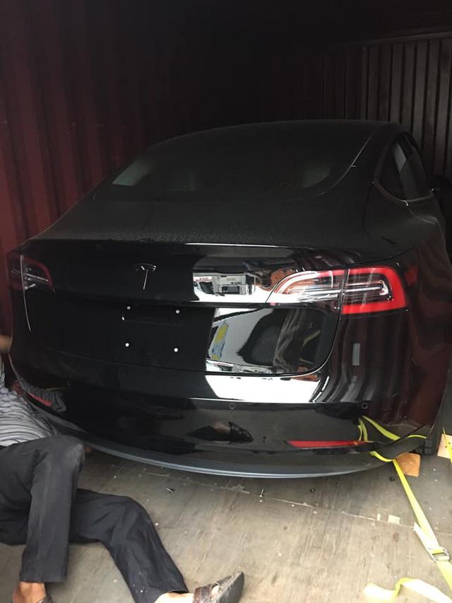 Rộ tin xe điện Tesla Model 3 đầu tiên về Việt Nam - Ảnh 1.