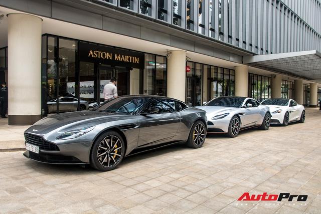 Loạt xế tiền tỷ Aston Martin của đại gia Việt nối đuôi nhau đi bảo dưỡng tại Sài Gòn - Ảnh 11.