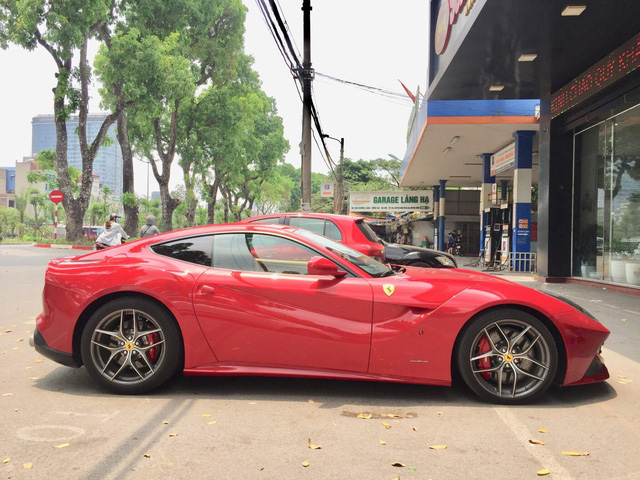 Ferrari F12 Berlinetta tái xuất tại Hà Nội - Ảnh 3.