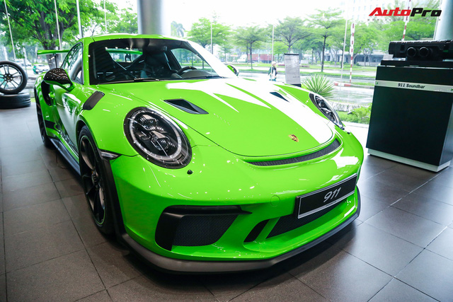 Cận cảnh hàng khủng Porsche 911 GT3 RS màu xanh lá độc nhất Việt Nam, sở hữu một trang bị đắt hơn cả Mitsubishi Xpander - Ảnh 1.