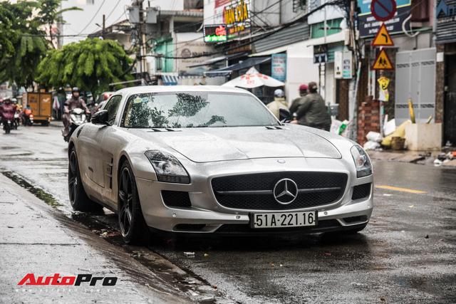 Tóm gọn Mercedes-Benz SLS AMG của ông Đặng Lê Nguyên Vũ khi trên đường về nhà riêng từ Đak Lak - Ảnh 3.