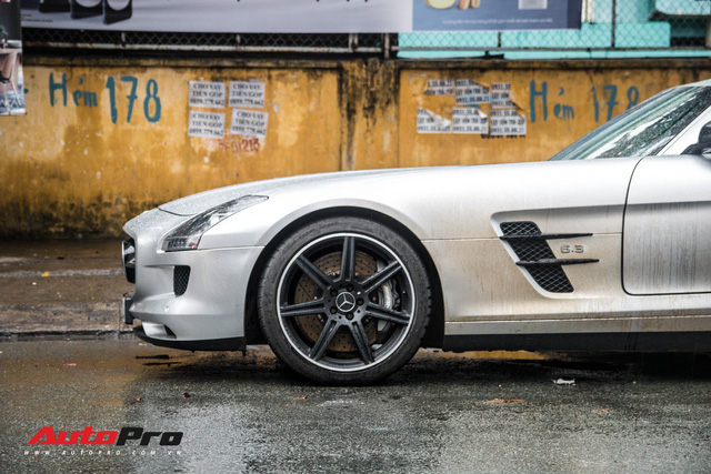 Tóm gọn Mercedes-Benz SLS AMG của ông Đặng Lê Nguyên Vũ khi trên đường về nhà riêng từ Đak Lak - Ảnh 7.