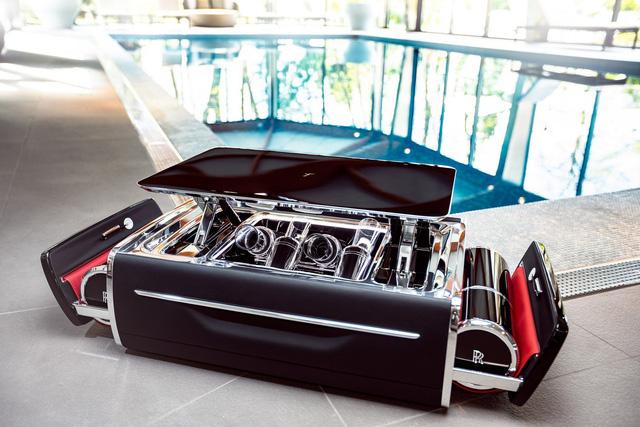Rolls-Royce ra mắt bộ uống rượu champagne, đắt hơn cả một chiếc sedan BMW