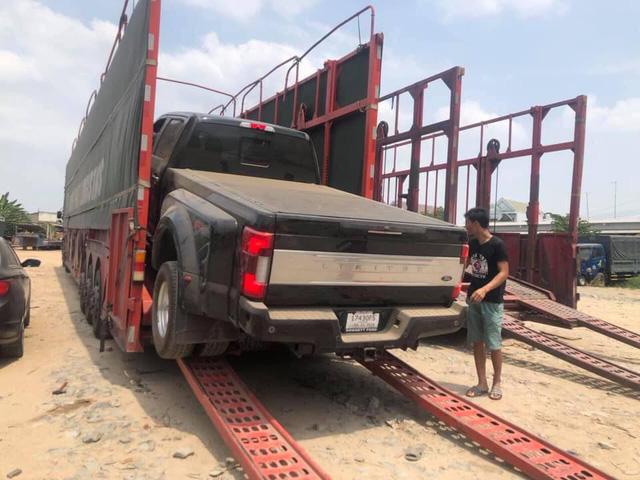 Hàng khủng Ford F-350 Super Duty Lariat Crew Cab duy nhất Việt Nam bất ngờ lăn bánh trên phố Hà Nội - Ảnh 2.