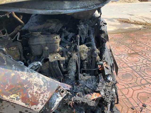 Vụ Honda CR-V bị cháy ở Nam Định: Hãng cho kỹ thuật viên đến tìm hiểu - Ảnh 3.