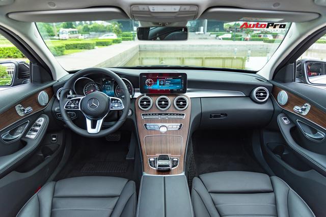 Đánh giá Mercedes-Benz C200 Exclusive: Lựa chọn 'quốc dân' cho người muốn 'nhập môn' xe sang - Ảnh 4.