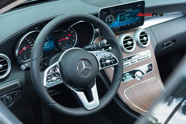 Đánh giá Mercedes-Benz C200 Exclusive: Lựa chọn 'quốc dân' cho người muốn 'nhập môn' xe sang - Ảnh 11.