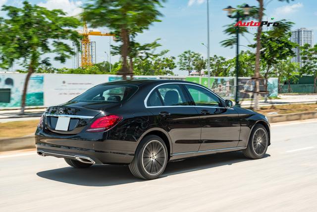 Đánh giá Mercedes-Benz C200 Exclusive: Lựa chọn 'quốc dân' cho người muốn 'nhập môn' xe sang - Ảnh 17.