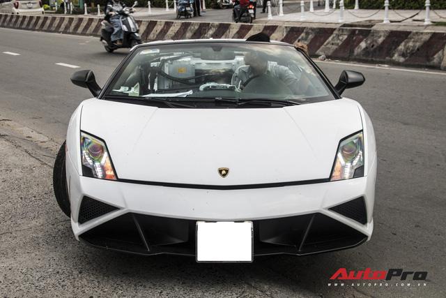 Xót xa khi thấy Lamborghini Gallardo Spyder của ông Đặng Lê Nguyên Vũ đi bảo dưỡng - Ảnh 3.